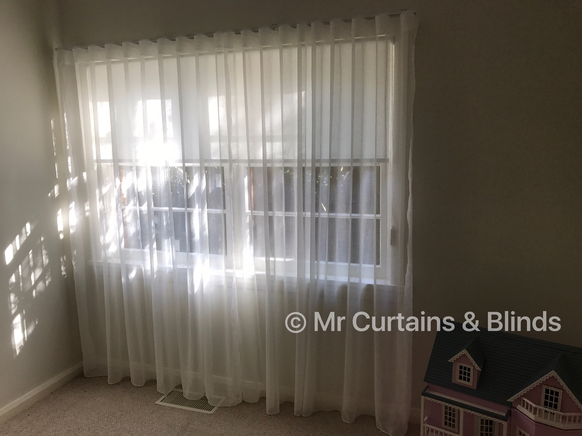 Wave fold sheer curtains and Translucent roller blind Gosford home using Filigree Montego 2