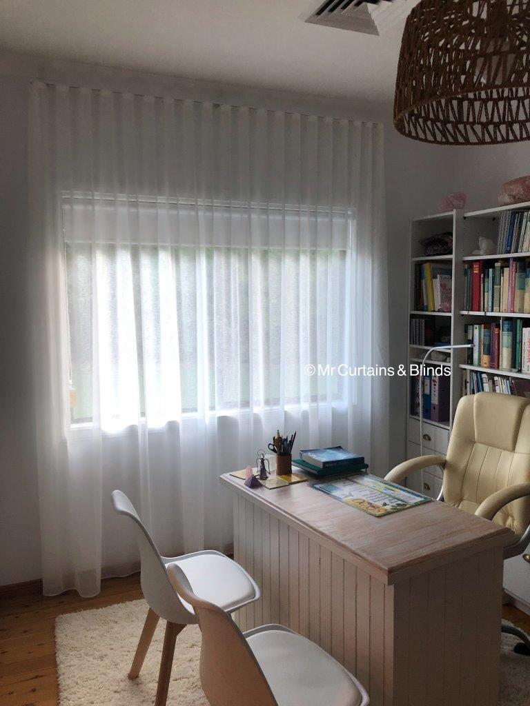sfold sheer curtains and blockout roller blind Avoca1
